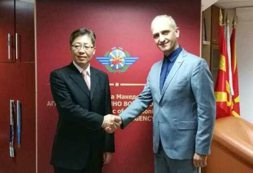 中国与马其顿建立航空联系