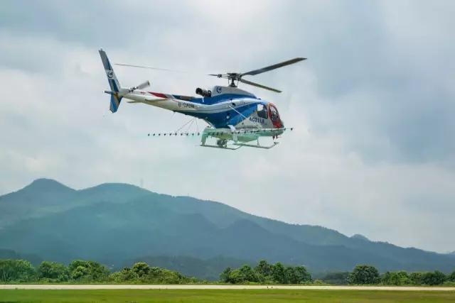 AC311A加装农林喷洒设备首飞成功