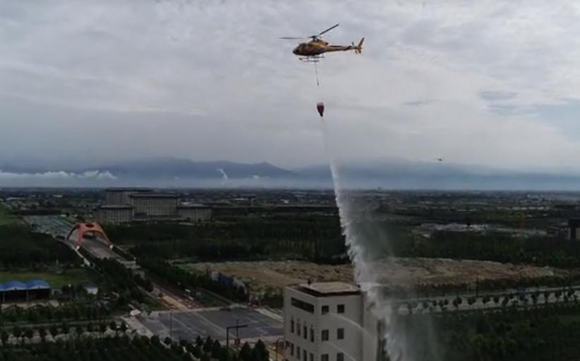 练兵不懈  打造专业消防队伍  空地一体  构建现代消防体系